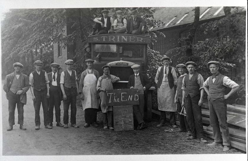 ©Ironbridge Gorge Museum Trust. Group portrait on the last day of the Coalport China Works, 1926 (IGMT 1980.1724)