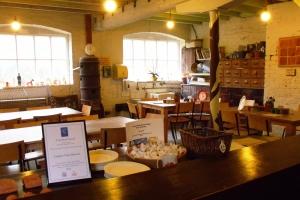 ©Ironbridge Gorge Museum Trust. Workshop facilities at Coalport China Museum.