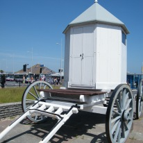 Replica bathing machine used by King George III when he visited the seaside town of Weymouth. He spent 14 summers between 1789 and 1805 there. ©Come Step Back in Time.