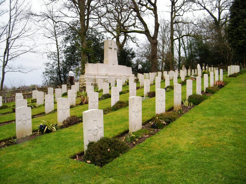 The Commonwealth War Graves Commission Cemetery, St. Nicholas Churchyard, Brockenhurst, New Forest. ©Come Step Back in Time.
