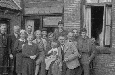 Allied soldiers enjoying the company of the local people of Hengelo following liberation. Image courtesy of Eric Heijink (http://www.secondworldwar.nl/hengelo-1940-1945.php)