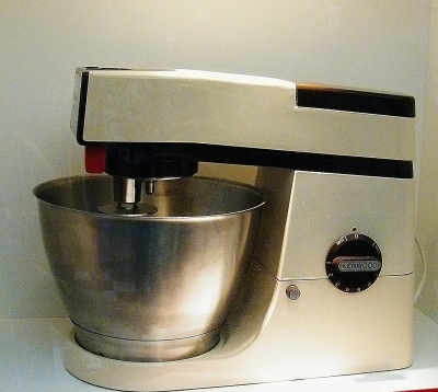 A901 Kenwood Chef (1980s) on display in The Kenwood Kitchen Theatre. ©Come Step Back In Time